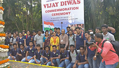 MBA Students & Staff attend Vijay Diwas Commemoration Ceremony at the War Memorial, Kadri Hills, Mangaluru - Sahyadri College of Engineering & Management