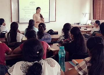 Industry Expert interacts with MBA-HR students