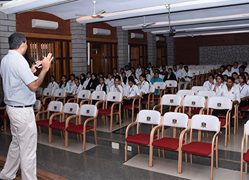 Prof Shivaprakash, Founder Director, Knowledge Varsity addresses the students of 2nd year MBA – Finance