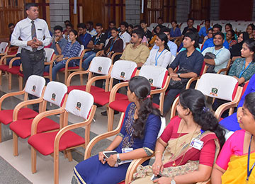Director – Gurusthaan, Bengaluru interacts with the MBAs