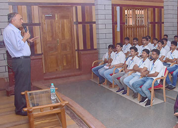 Former Senior Vice-President of Reliance Industries interacts with MBA Faculty, Students and LLPs